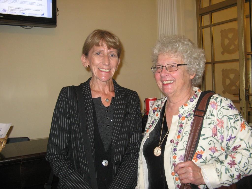 Avec Pamela Freyd Directrice de la FMFS (USA) : elle a lu le livre d'une traite la veille.